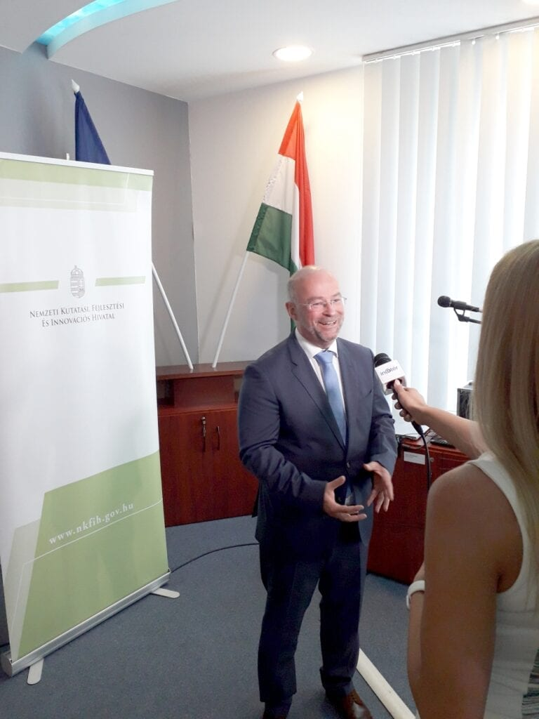 Dr Béla Molnár CEO 3DHISTECH accepts Hungarian Innovation Grand Prize